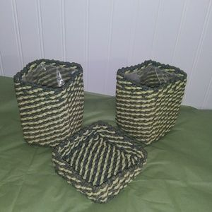 Set of 3 small woven baskets